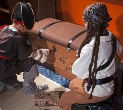 Black-Pirate-Chest4