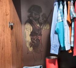 Black-Pirate-Large-Wardrobe4