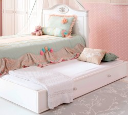 Romantic-Pull-out-Bed2